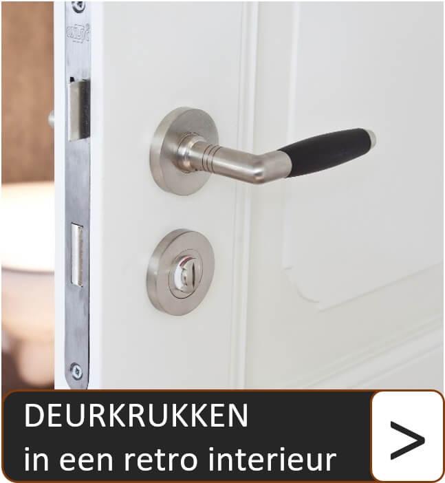 https://www.decodeurbeslag.nl/image/catalog/tegels-ddb/Retro%20deurkrukken%20in%20interieur.jpg